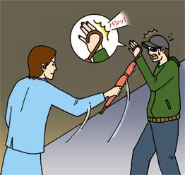 『傘を手に イザとなったら 武器にする』